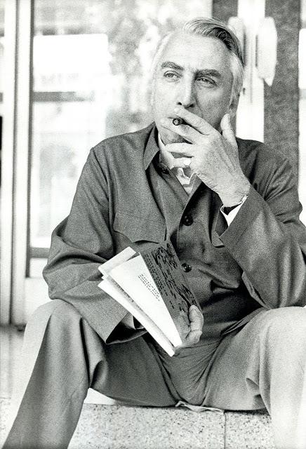Bon, c'est vrai, il n'a pas une gueule d'ouvrier portugais. Mais Roland Barthes était marxiste.